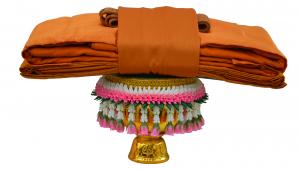 พาน, พานวางผ้าไตร, ผ้าไตร, ผ้าไตรสีราชนิยม, ไตรจีวร, พานพุ่ม, yellow robe, The robe
